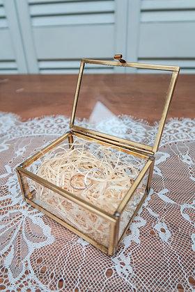 Petite boîte dorée ou boîte à alliances