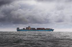 bateau porte conteneurs