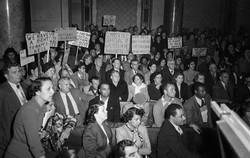 fa_727_chavezravineprotestors1940