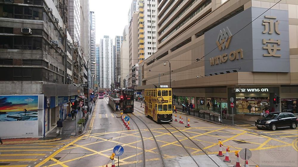 двухэтажный трамвай в Гонконге - городе для самобытных путешествий.