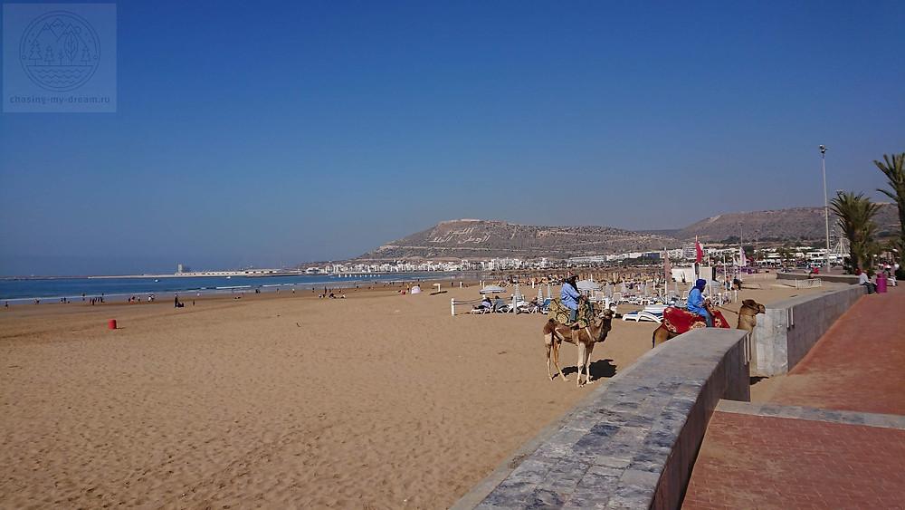 на пляже Агадира самобытно по миру