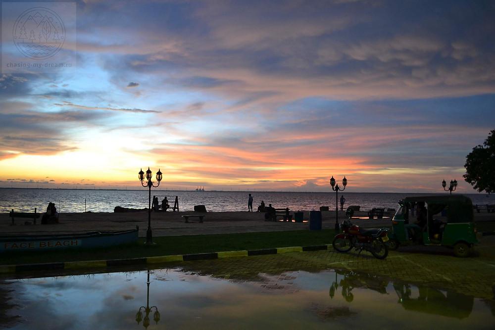 красивый закат на побережье Шри-Ланки