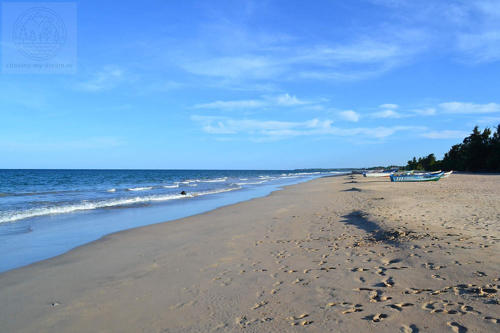 пляж Нилавели, самобытно по миру на Шри-Ланке