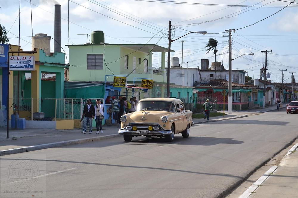 американская раритетная машина в Хатибонико, Куба - самобытно по миру