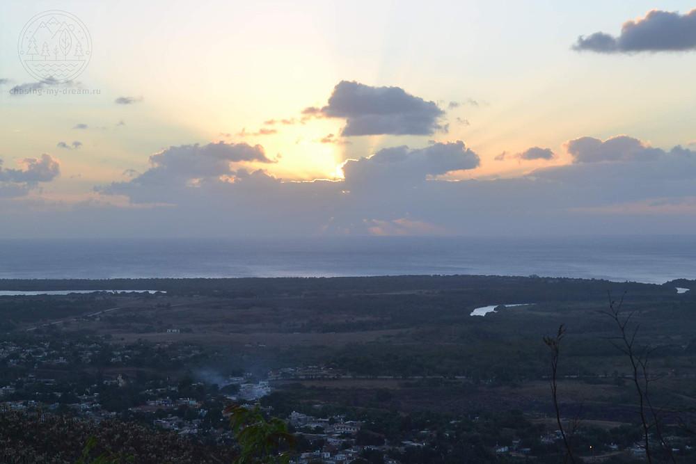 закат в Тринидаде, Куба
