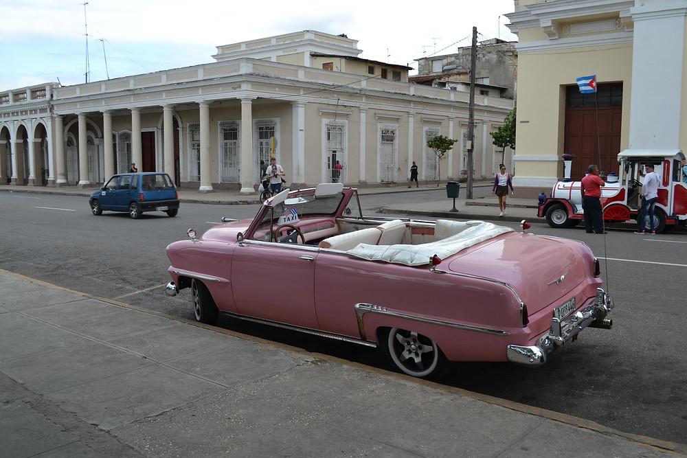 раритетный автомобиль в Сьенфуэгосе на Кубе