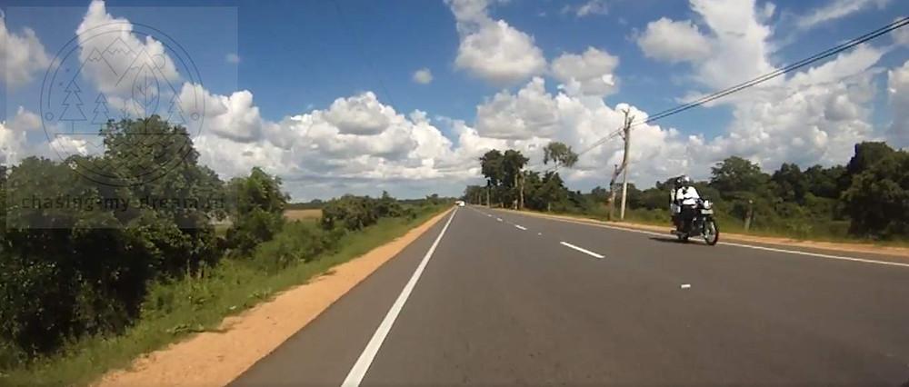 по дорогам Шри-Ланки на мотобайке, самобытно по миру