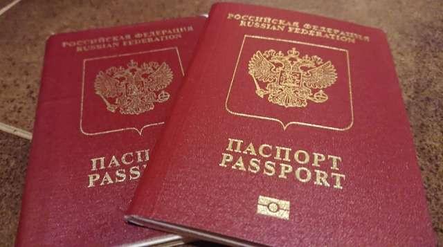 Путешествую самобытно по миру, имея два заграничных паспорта.