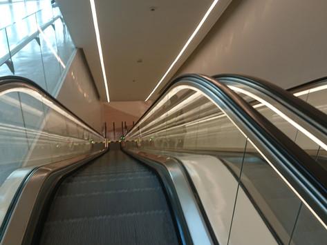 На метро из аэропорта Дохи в город. Метро в Катаре.