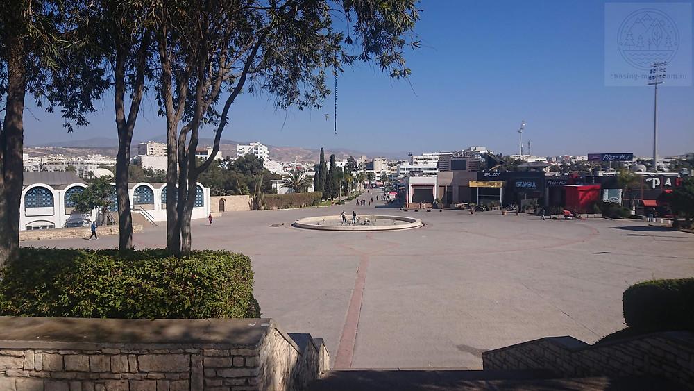 город Агадир самобытно по миру в Марокко