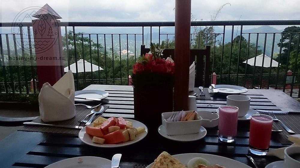 завтрак в отеле Amaya hills Kandy, самобытно по миру на Шри-Ланке