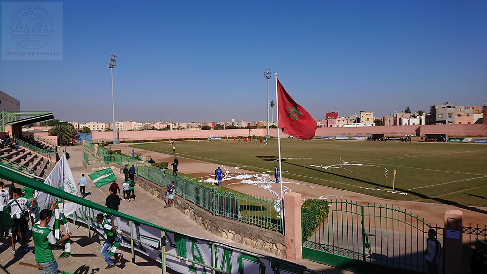 на футбольном матче Олимпик Дшера в Агадире - самобытно по миру
