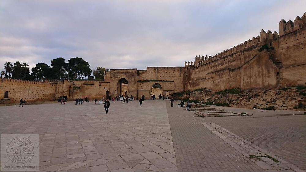 крепостные стены города Фес - самобытно по миру
