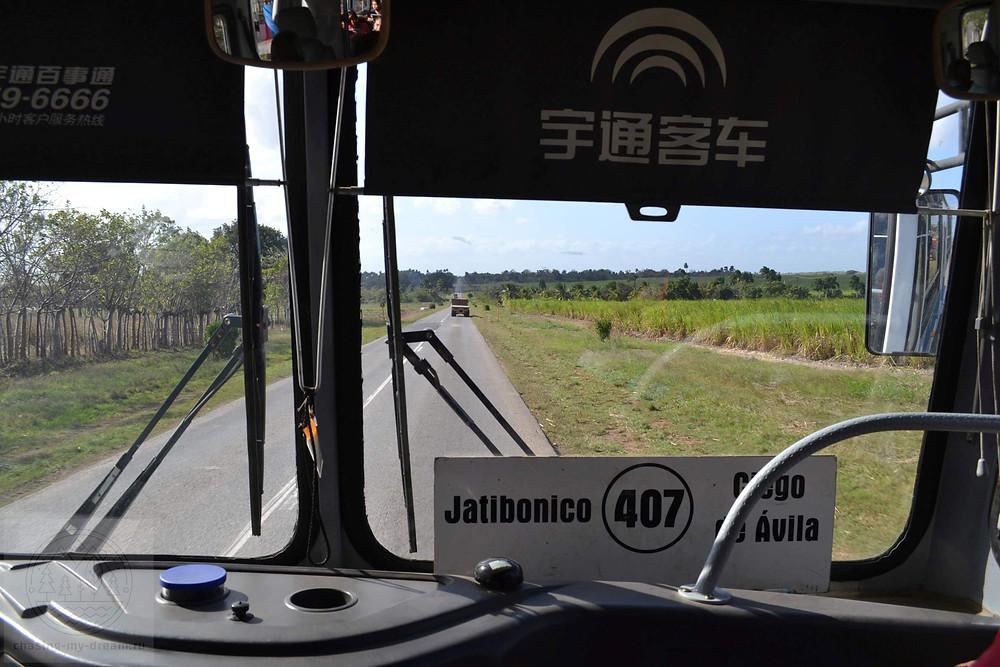 едем на автобусе в Хатибонико, Куба