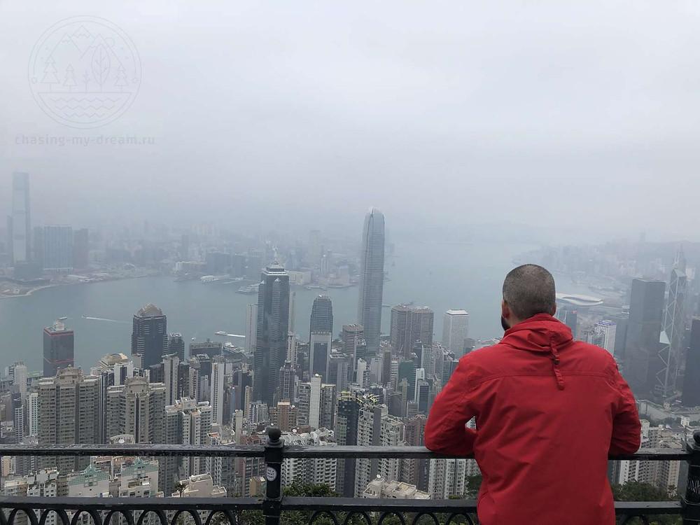 Смотровая на пике Виктория в Гонконге - городе для самобытных путешествий.