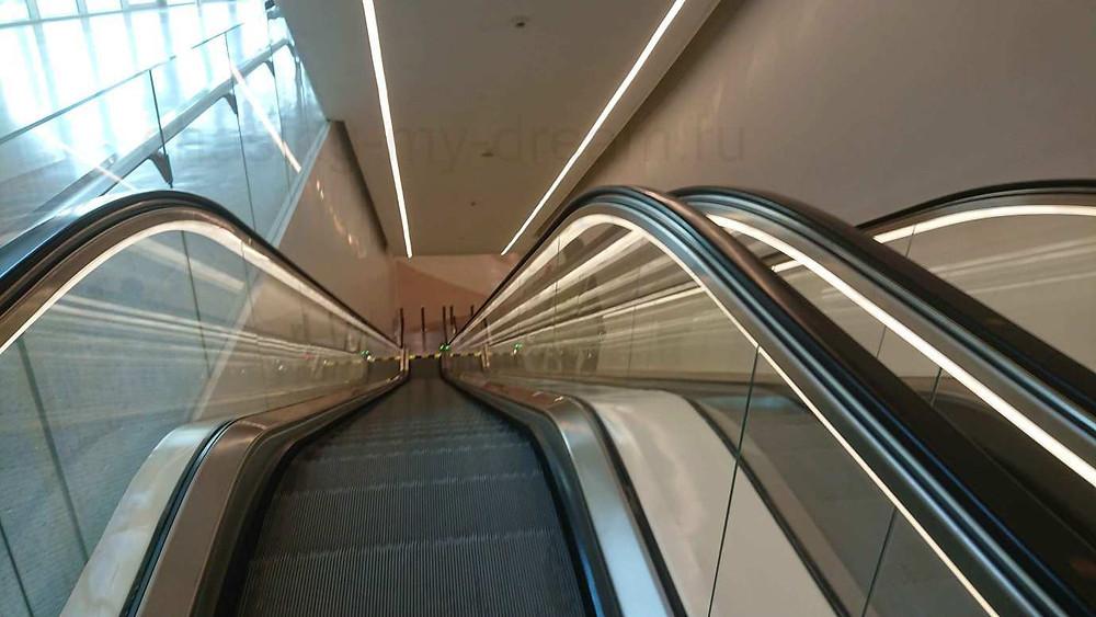 Как пройти в метро из аэропорта Дохи, Катар. Эскалатор.