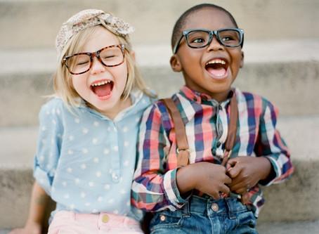 Crianças e óculos, uma combinação possível
