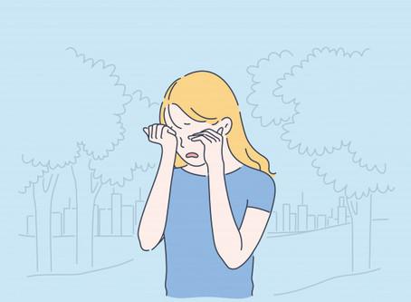 Pensamento e comportamento bizarro também são características da esquizofrenia