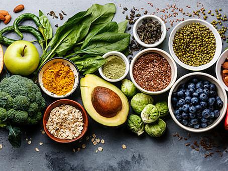 Alimentação equilibrada e hidratação na medida certa ajudam na saúde física e mental
