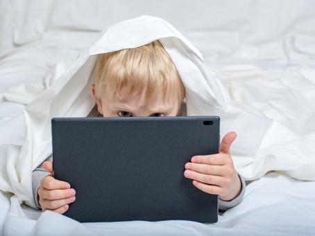 A influência dos youtubers nas crianças e jovens pode ter várias vertentes