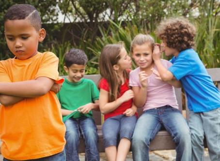 Crianças com perda auditiva estão entre as principais vítimas de bullying