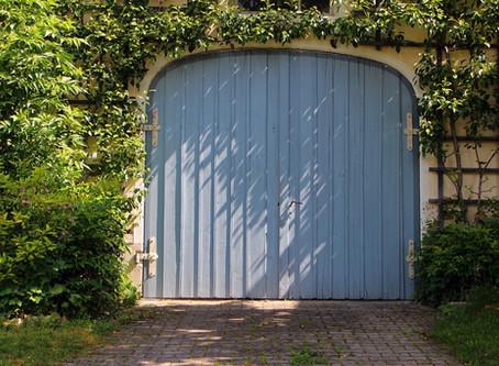 How to Choose the Perfect Garage Door Screen