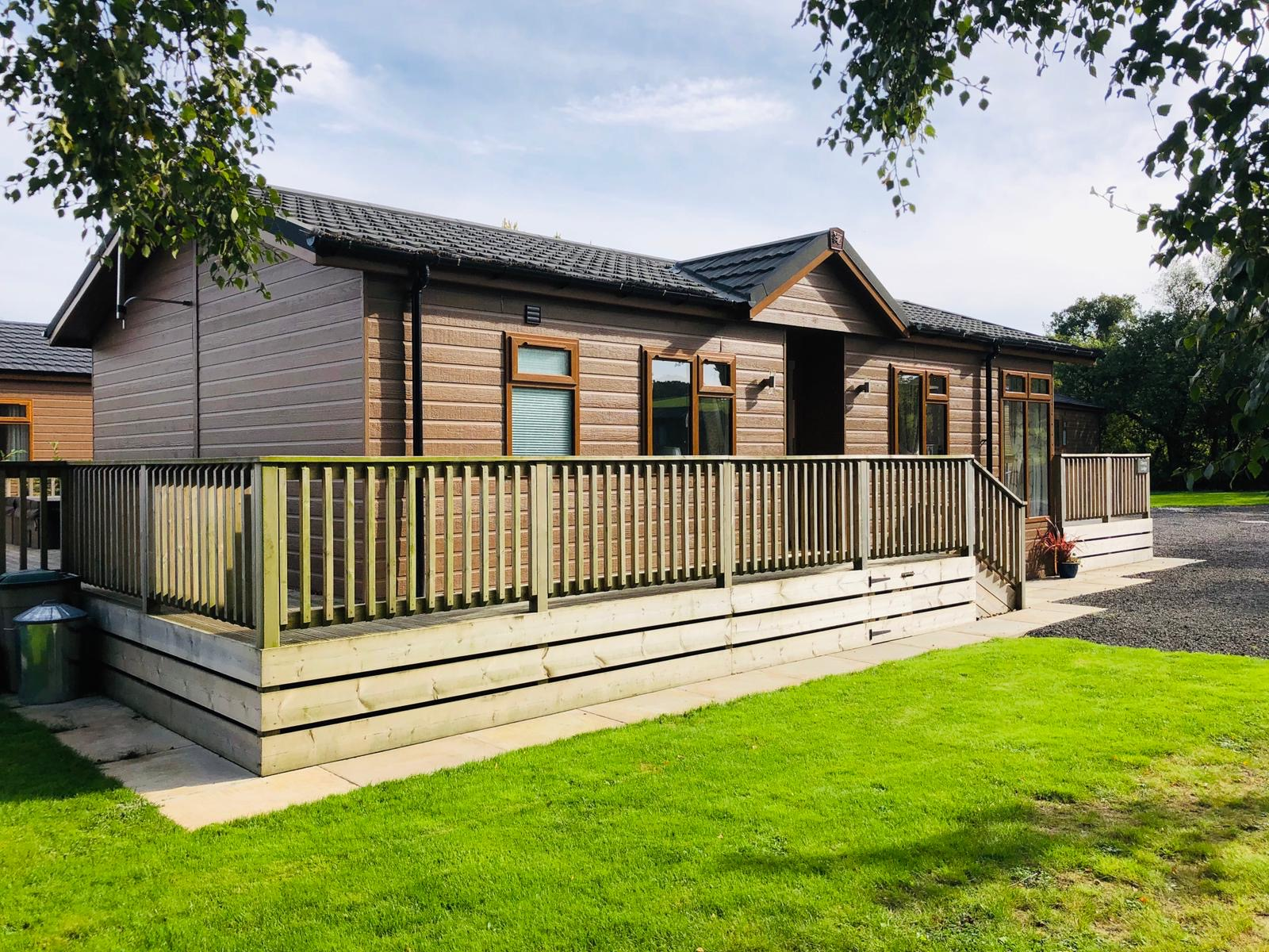 2 Bedroom Luxury Lodge with Hot tub for sale Devon