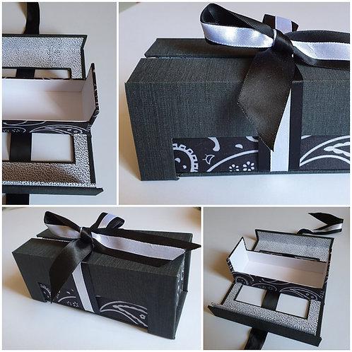 Boîte rectangulaire noire