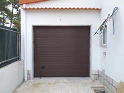 Portão Seccionado Cor Castanho RAL 8014