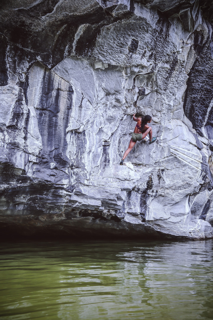 Deep Water Solo   Becket Quarry, MA