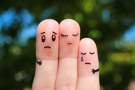 finger-art-displeased-family_104376-444.