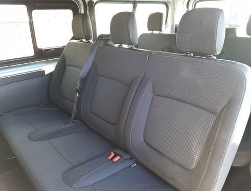 9 seater airport taxis taunton somerset.