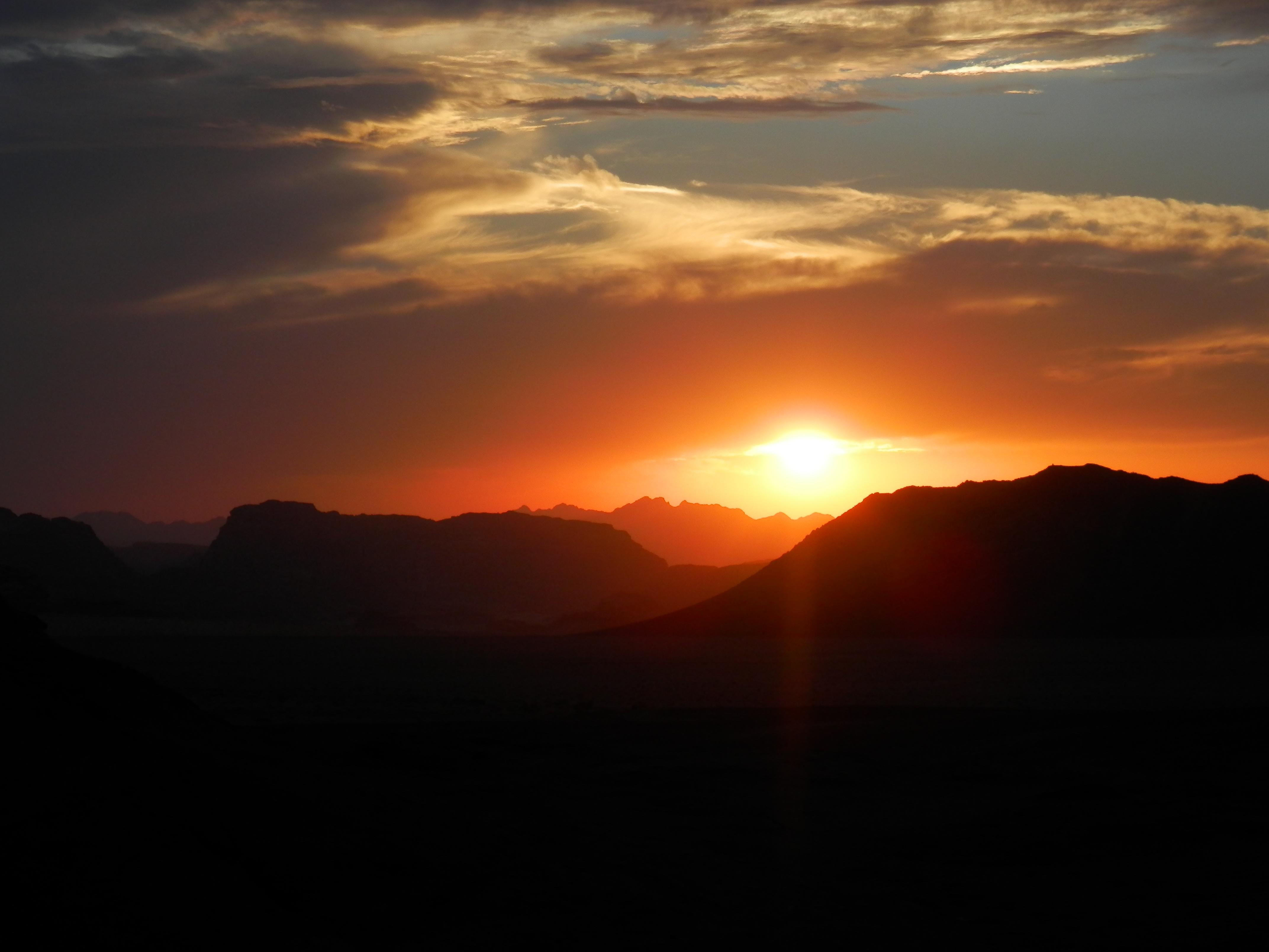 Západ slunce nad jordánskou pouští