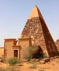 CK HAMIDI: Súdán, pyramidový komplex Meroe