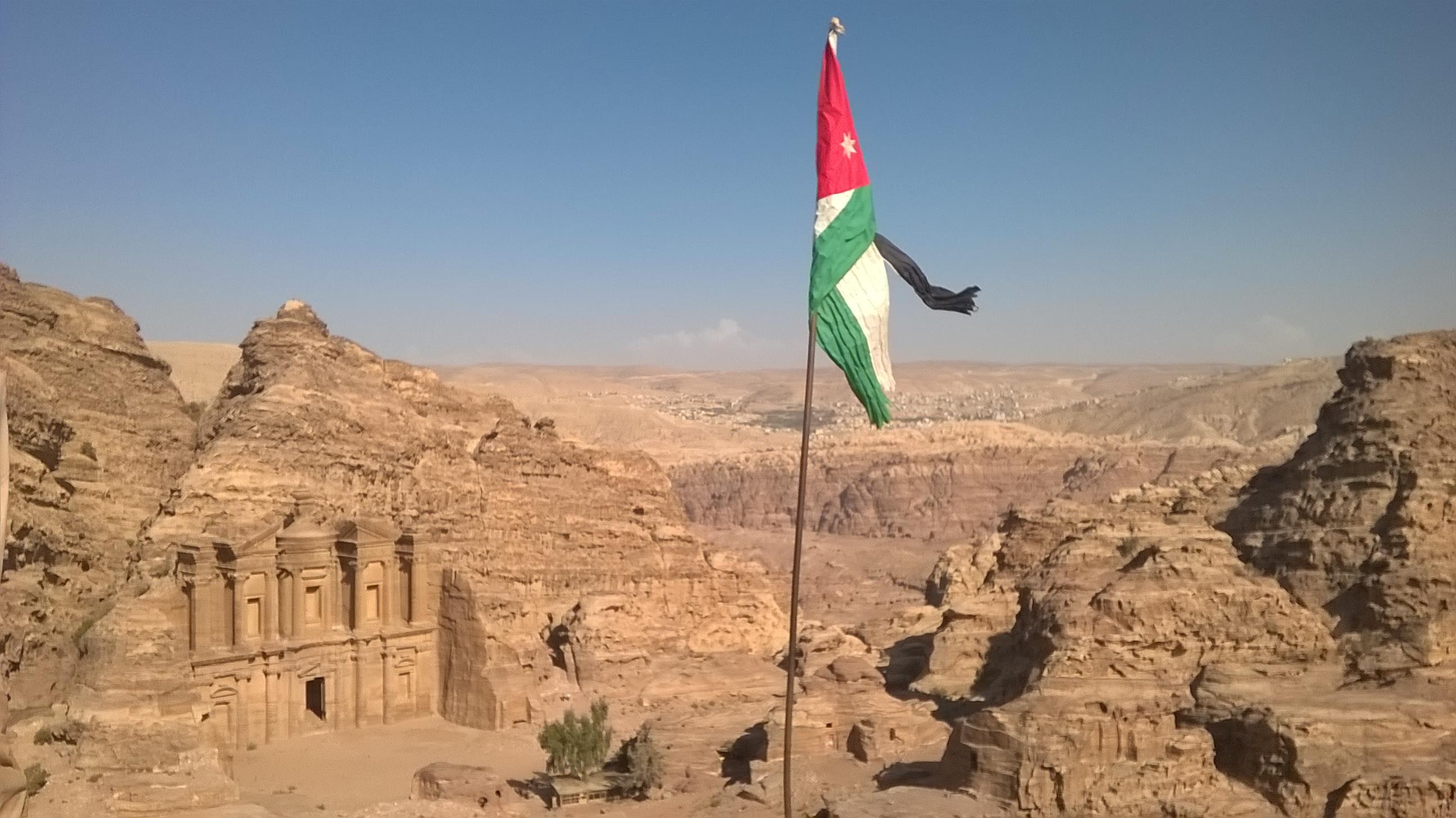 Pohled z výšky na chrám v Petře