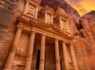 Ancient temple in Petra, Jordan_upraveno