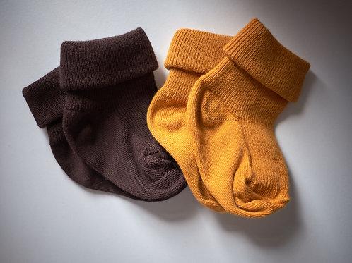 2-set_hnědé a hořčicové ponožky pro malé objevitele