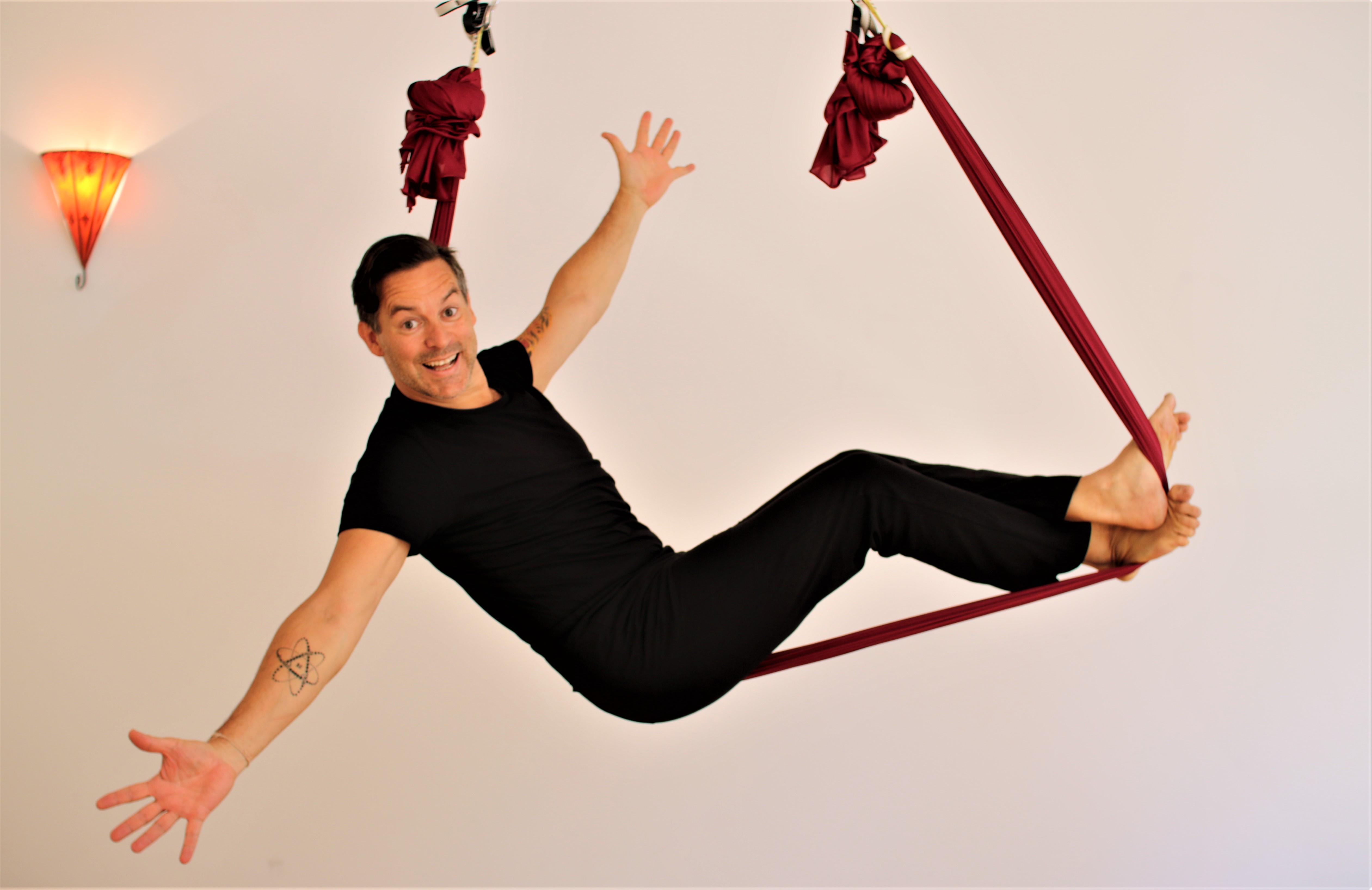 Aerial Yoga mit Sascha