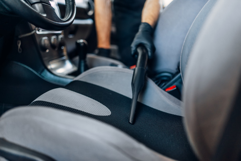 auto-detailing-cleaning-seats-with-vacuu