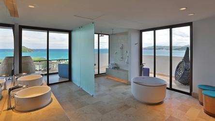 who4364gb-261805-E-WOW Suite Bathroom-Lo