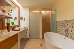 Royal Beach Room Bathroom