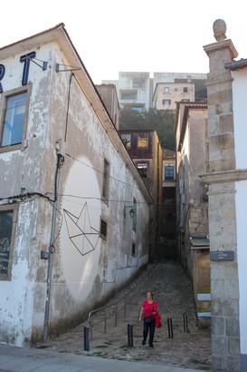 Grafitti de barco de papel en Vila Nova da Gaia