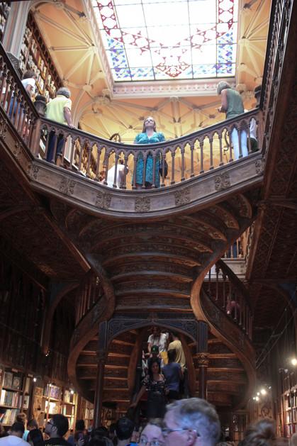 Interior de la Livraria Lello