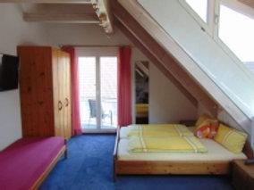 Standardzimmer 1 mit Balkon / € 59 - € 65 pro Tag
