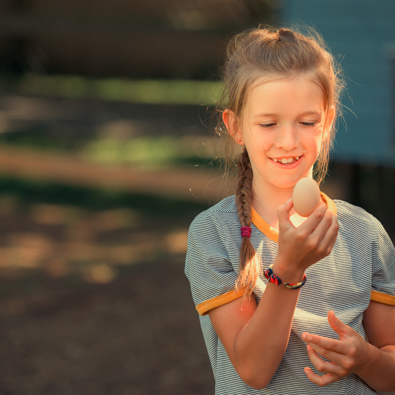 Caro findet ein Hühnerei