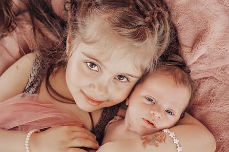 Newborn & Sibling Photo Session