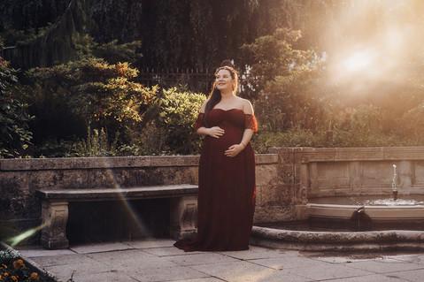Babybauch Shooting, sinnliche und emotionale Schwangerschafts Fotoshooting.