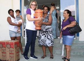 Obra Social Abrace o Rio entrega filtros de água para famílias carentes da Zona Oeste