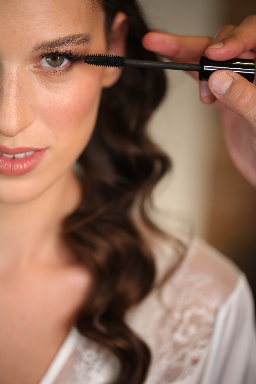 המראה הנקי - עיניים טבעיות עם הדגשה של הריסים, בסיס טבעי ושפתיים בגוון קלאסי