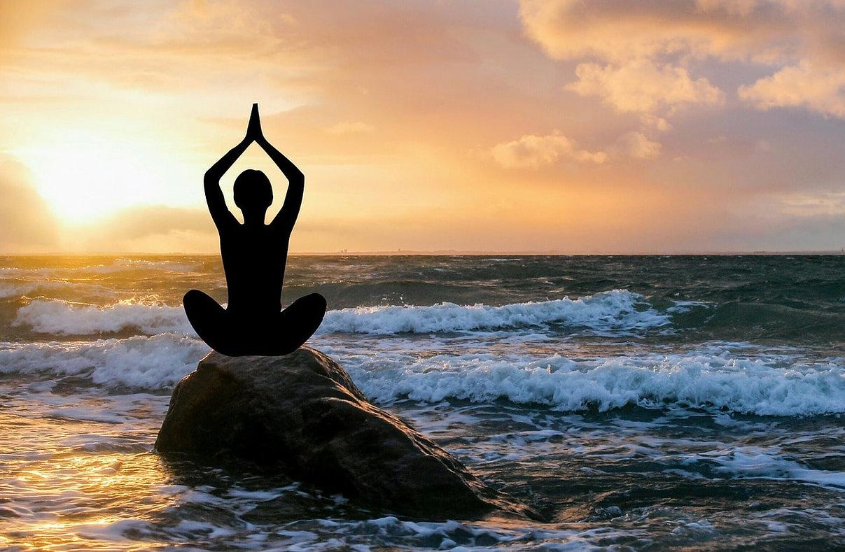 Yoga am Strand-min.jpg